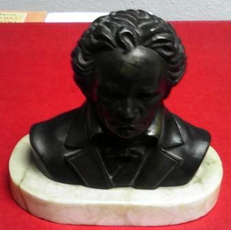 Busto en bronce con peana de mármol