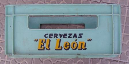 Caja plástico cervezas El León