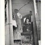 Fotografia – postal, con Francisco Franco en situación de lectur